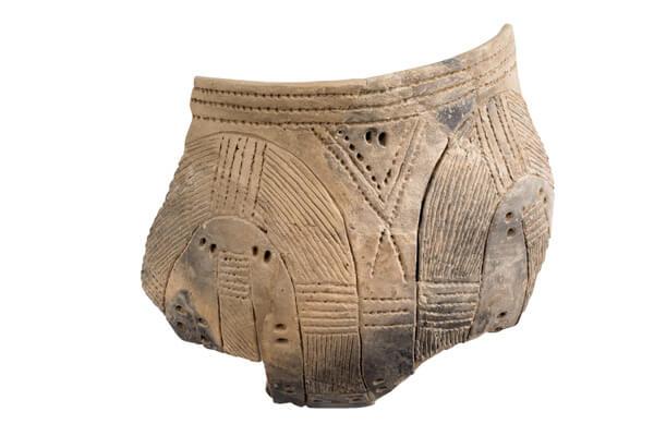 Fragment van een versierde pot.