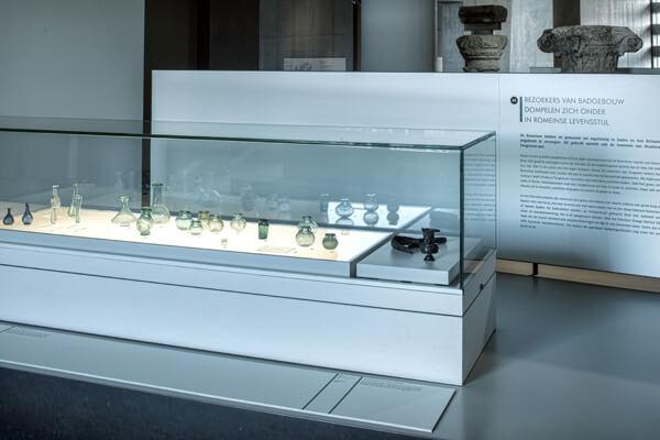 naar onderdeel Bezoekers van badgebouw dompelen zich onder in Romeinse levensstijl